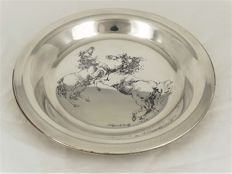 Silver plate with beautiful engraving of 2 horses, artist Mirjam Verhoeff