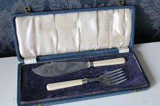 Silver plated - fish serving set / Fish servers - James Dixon and Sons, Sheffield United Kingdom ca 1920