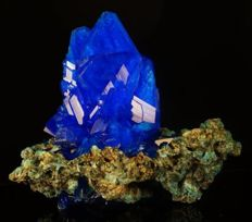 Great Decor Electric Blue Chalcanthite amazing crystal cluster - lab - 14,0 x 13,5 x 13,0 cm - 623 gm