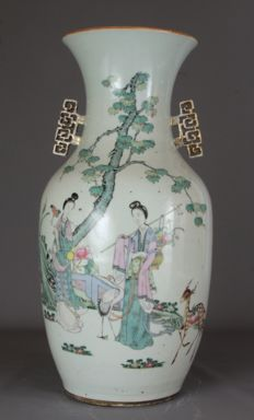 Famille rose vase with two ladies in a garden - China - ca. 1920