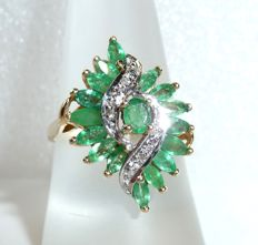 Ring made of 14 kt / 585 gold with 2 ct of natural marquise-cut emeralds + 4 diamonds – ring size 57-58 / 18.1-18.4 mm