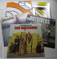 A lot of 4 lp's and 1 double album on colored vinyl of the group the Dutch group The Outsiders