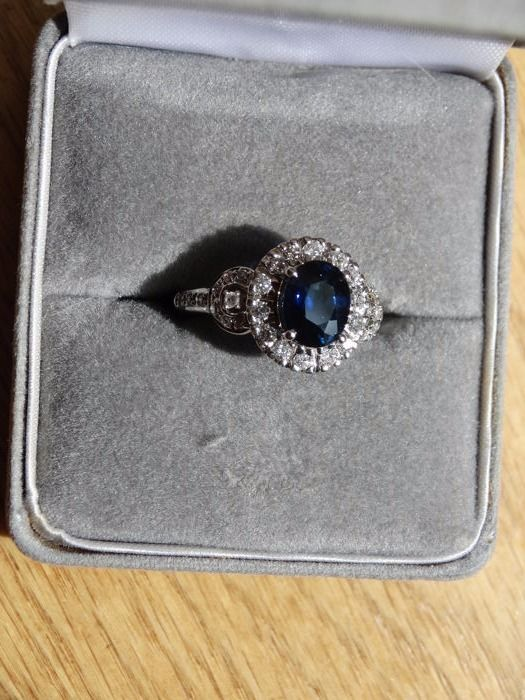18krt gold 1.50ct natural sapphire and 0.50ct diamond ring - 18mm