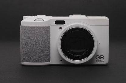 RICHOH GR DIGITAL IV - LIMITED WHITE EDITION (ONLY 10,000 UNITS WORLDWIDE)