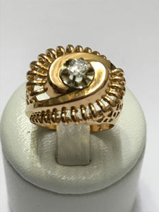 Pretty antique ring in gold with diamond of 0.20 ct.