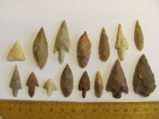 15 Neolithic arrowheads - 15/46 mm (15)