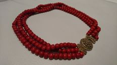 Dutch precious coral necklace with a clasp from Zeeland