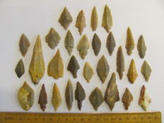 30x Mesolithic flint arrowheads - 28/64 mm (28)