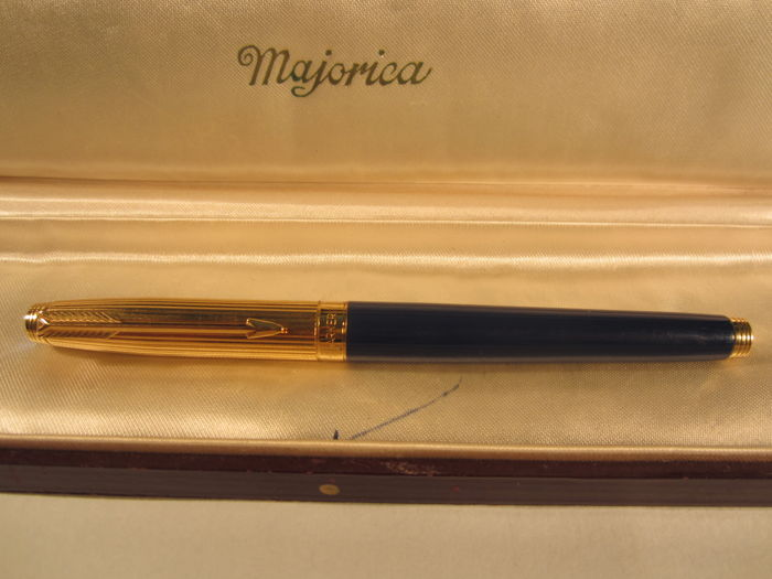Refined Parker blue fountain pen in perfect condition