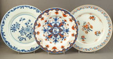 Plates, decorated with floral patterns – China – 18th century