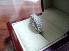 18 kt white gold ring with approx. 100 zirconias - Size: 12