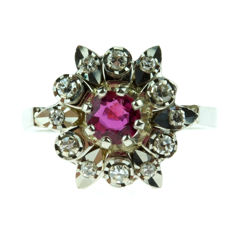 14 kt gold entourage ring set with ruby and diamonds, ring size 16