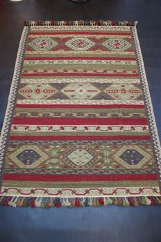 Handwoven Indian carpet, nomad kilim Qashqai approx. 230 x 162 cm, good condition, India
