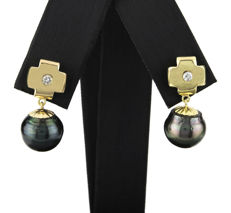 Yellow gold, 750/1000 (18 kt) - Earrings - Diamond, 0.15 ct - Tahitian Pearls - Earring height: 24 mm
