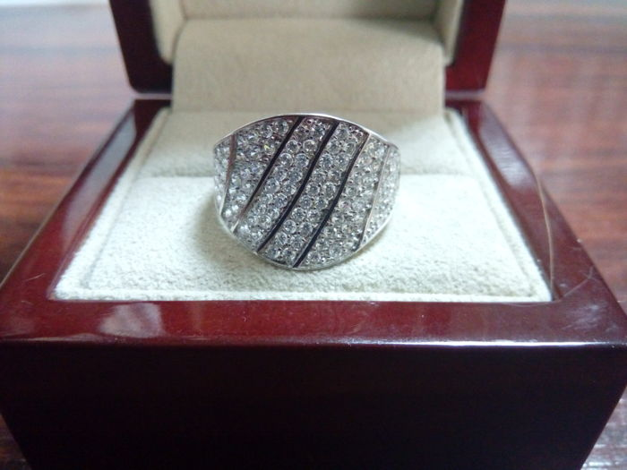 18 kt white gold ring with zirconias in pavé setting - Size: 16