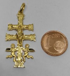 18 kt yellow gold 'Good Luck' cross pendant - 43 mm