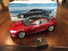 Tesla Motors - Scale 1/18 - Telsa S P85 - Red