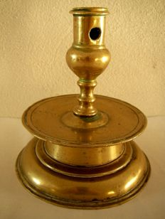 Antique bronze Candlestick, 17th century Spanish Height 13.5 cm - width base 12 cm