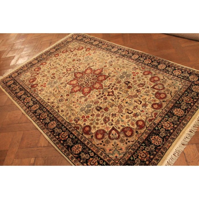 Beautiful hand-knotted oriental carpet, China, Isfahan, 195 x 125 cm, cork wool, made in Pakistan