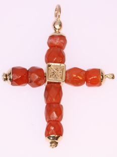 Antique Victorina gold cross with facetted coral beads anno 1850 - **no reserve price**