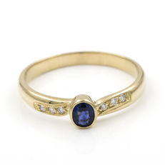 Yellow gold, 750/1000 (18 kt) - Cocktail ring - Brilliant cut diamonds and Sapphire - Ring size: 25 (Spain)