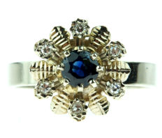 14 karat gold entourage ring set with sapphire and diamonds, ring size 17.25