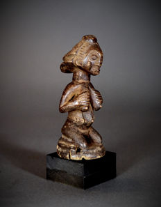 Small African Tribal LUBA-Shankadi figure with Cascade hairdress. Democratic Republic of the Congo.