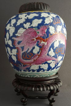 Large pot with lid with decoration of a five-clawed dragon - China - 19th century