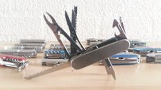 Collection of 20 multi tool pocket knives