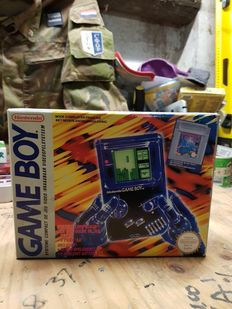 Boxed GameBoy with 3 extra games