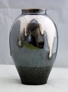 Silver hand hammered vase - Japan - around 1930-1950
