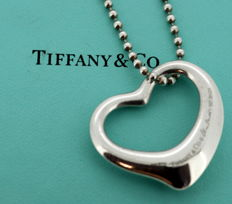 Tiffany & Co (Elsa Peretti) - Sterling silver ladies open heart necklace, Spain / London 2005 - Length : 46 cm