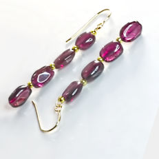 Pair of 14kt/585 yellow gold earrings with Bohemian garnets – Length 4 cm