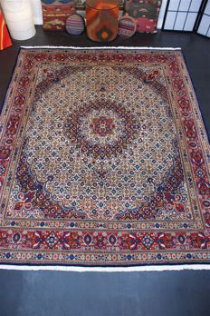 Handwoven Oriental Persian carpet Oriental Moud approx. 242 x 198cm. Good condition, Iran cork with silk content