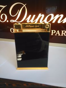 S.T Dupont Jeroboam collection lighter, gold plated / black Chinese lacquer