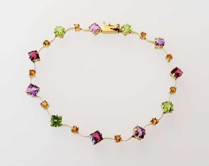 585 (14KT) gold bracelet with Amethysts, Peridots, Citrines, Garnets total of 4.45 ct – length: ca. 19 cm