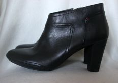 Tommy Hilfiger – Leather ankle boots