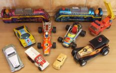 Japan/Spain/China/East Germany - Length 12-42 cm - Lot with 10 Tin/plastic Vehicles with friction/battery, 70/90s