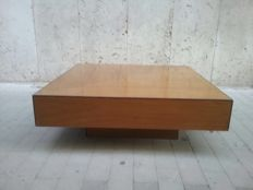 Coffee table in light wood – Design item