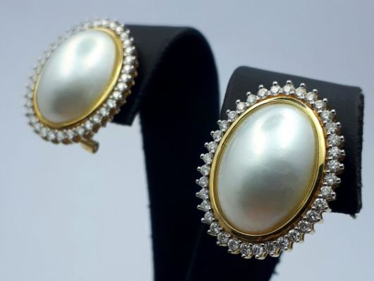 18 Ct Gold Earrings With Natural Pearl & Diamonds. Earring meausrements: 18x22mm