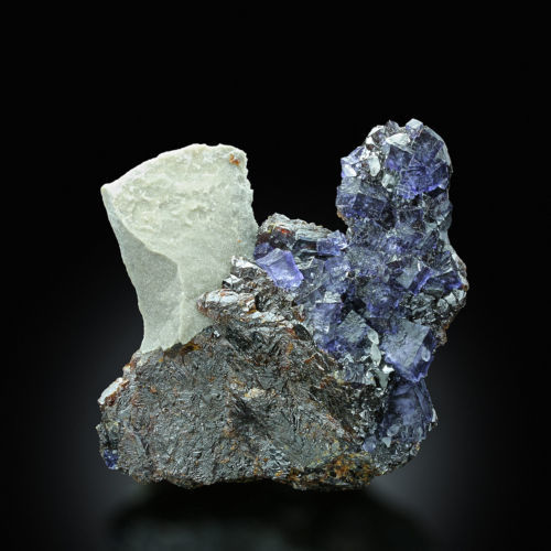 Violet Fluorite on Shiny Sphalerite - 7,5 x 7,5 x 2,5 cm - 184 gm