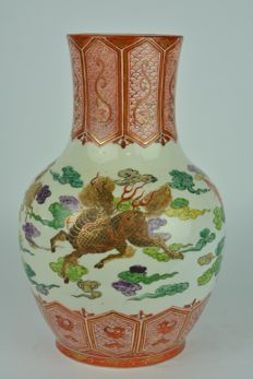 A Kutani porcelain vase - marked 'Eiseido' - Japan - Early 20th century