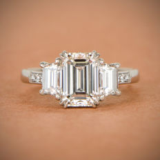 Emerald Cut Diamond Ring - 18/750 -6.00 gr Witte Goud - certified by the GIA as a 2.04ct, J color, and VS2 clarity -  size 15/55