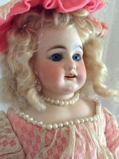 Antique Bähr Proeschild doll - 309, size 8