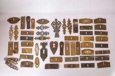 Old mounts for antique cabinets – more than 500 parts