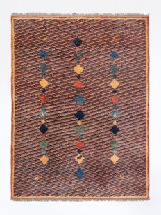 Hand-knotted Gabbeh from Iran, in very good condition, approx. 2000, 205 x 155 cm.