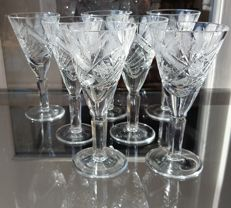 Lot consisting of 6 antique glasses made of finely crafted crystal