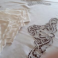Tablecloth in linen and Burano lace for 12 - Italy. No reserve price