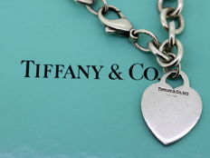 Tiffany & Co - Sterling silver ladies bracelet with heart pendant, London 2001 - Length : 19.5 cm