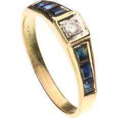 14 kt - Yellow gold ring set with one central diamond, approx. 0.07 ct, and six sapphires - Ring size: 18.5 mm